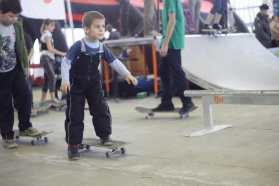 Тренировка начинающего скейтера