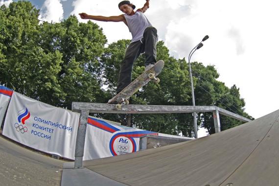 Соревнования в мобильном скейтпарке
